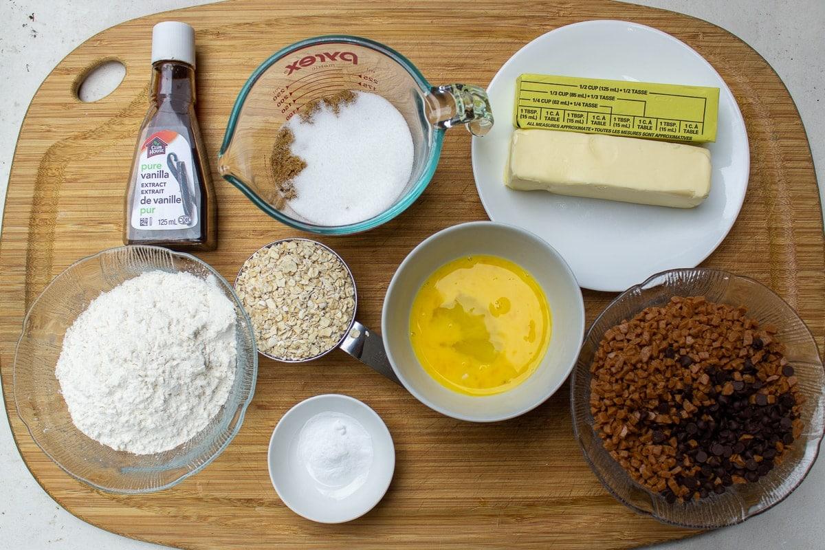 flour, sugars, egg, baking soda, vanilla, butter, oatmeal, skor bits, chocolate chips