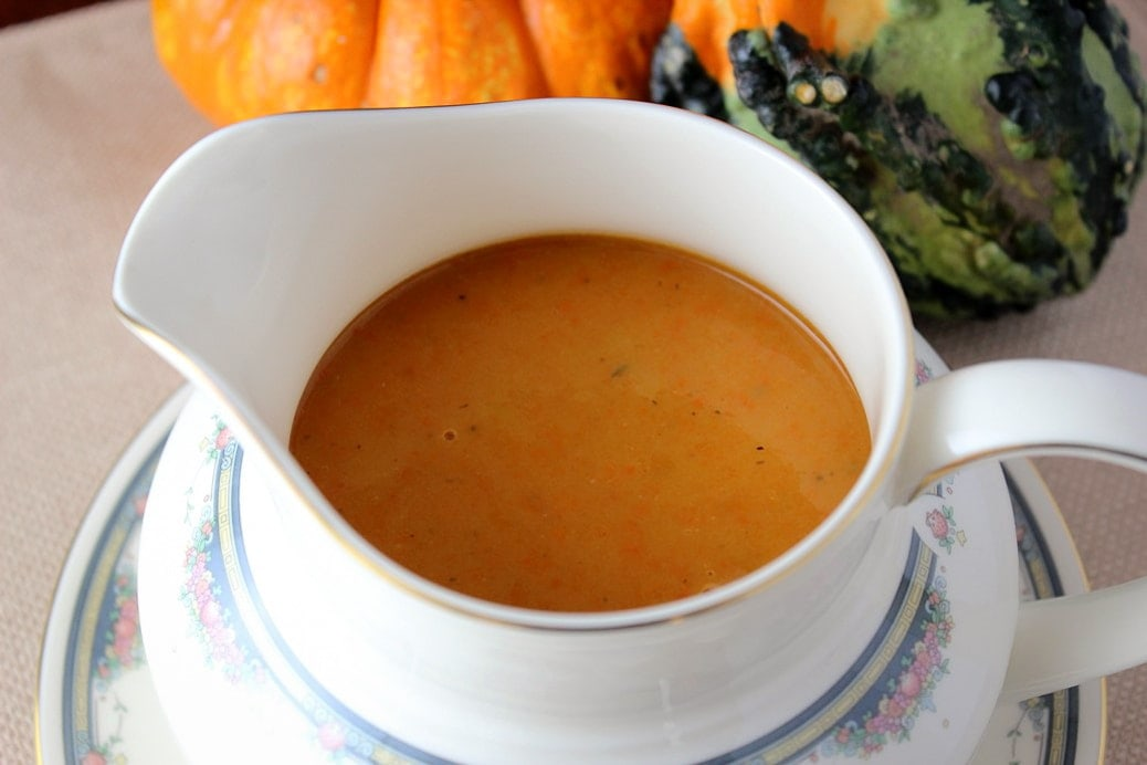 turkey gravy in gravy boat 2
