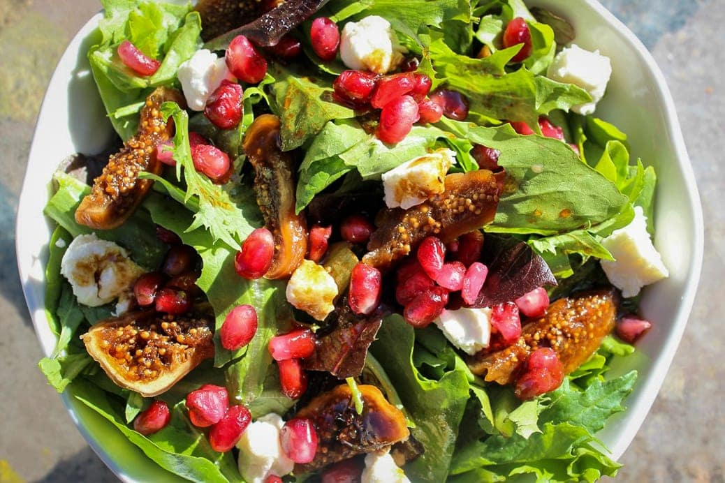 Fig salad with pomegranates in bowl