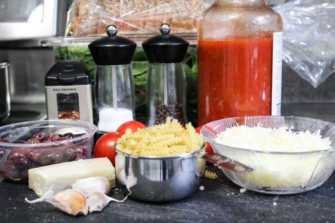 Cheesy Tomato Spinach Olive Pasta ingredients