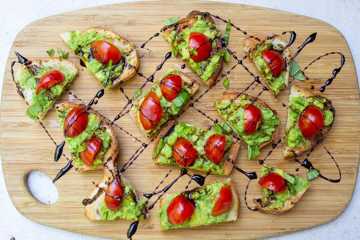 appetizers with avocado on crostini drizzled with balsamic reduction-3