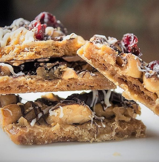 Nutty Toffee Graham Crave Bars. Buttery toffee bars with toasted macadamia nuts, white&dark chocolate drizzle and dried cranberries. addictive!