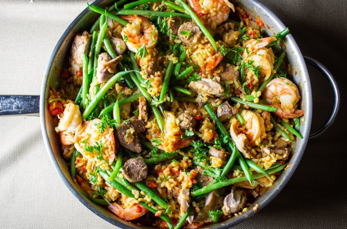 paella in large pan top view
