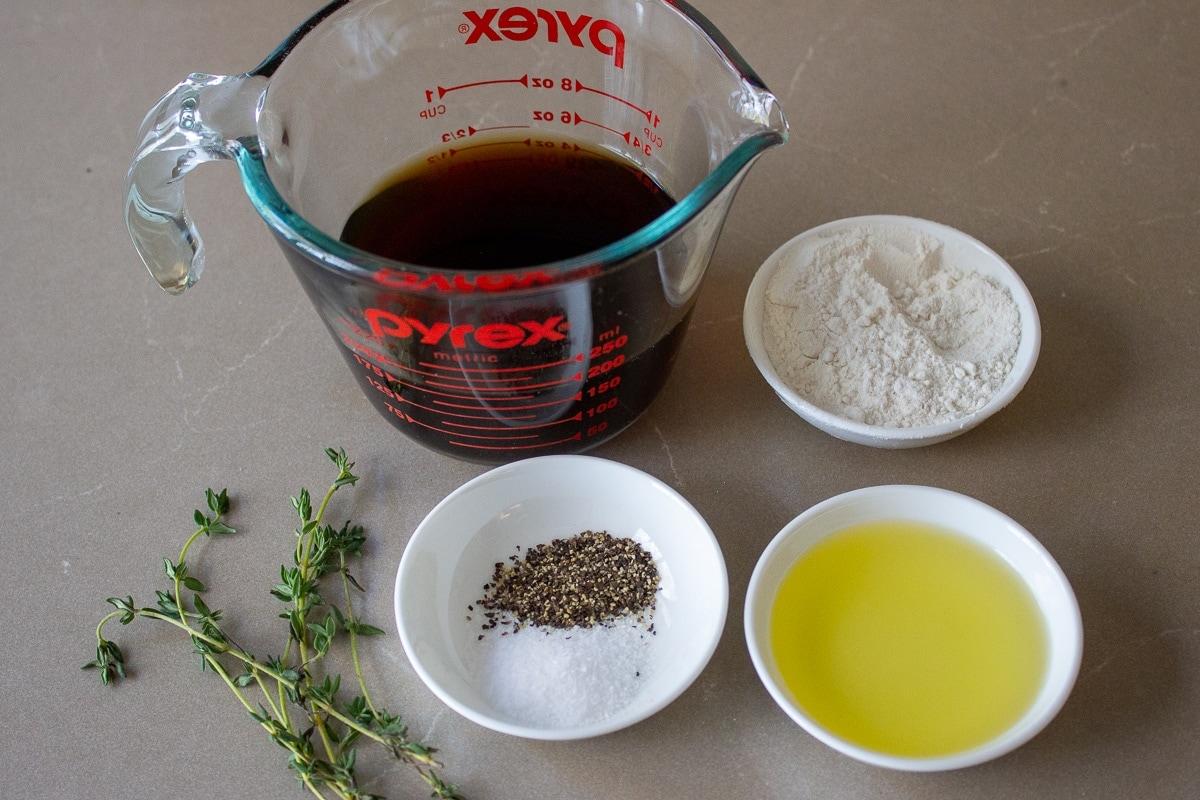 beef broth, flour, salt, pepper, oil, thyme leaves