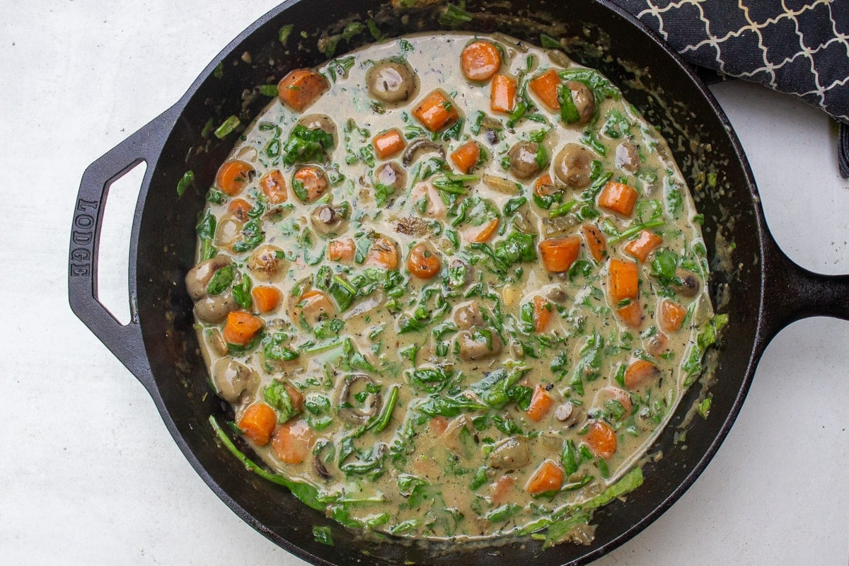 fricassee sauce with cream and spinach